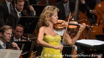 Anne-Sophie Mutter playing with the Vienna Philharmoni