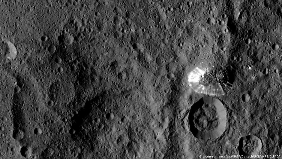 """New photos from dwarf planet Ceres show new details of a """"pyramid"""""""
