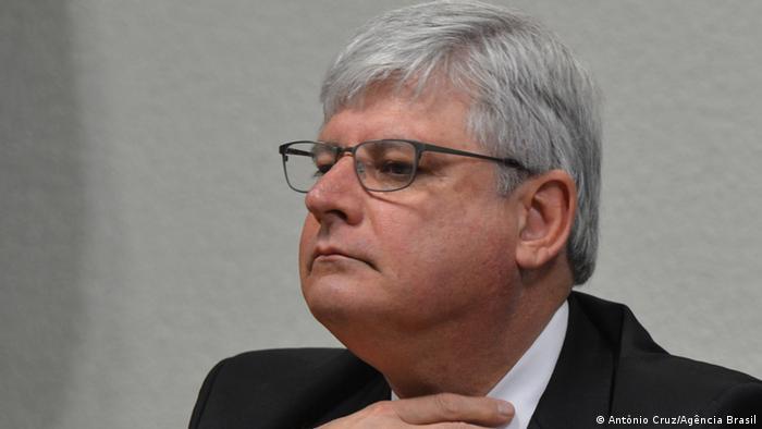 Janot pede afastamento de Cunha na Câmara