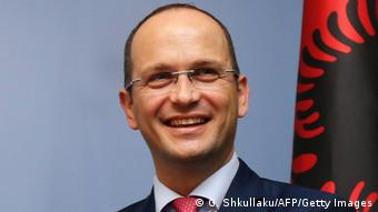 Albanien Außenminister Ditmir Bushati in Tirana (G. Shkullaku/AFP/Getty Images)