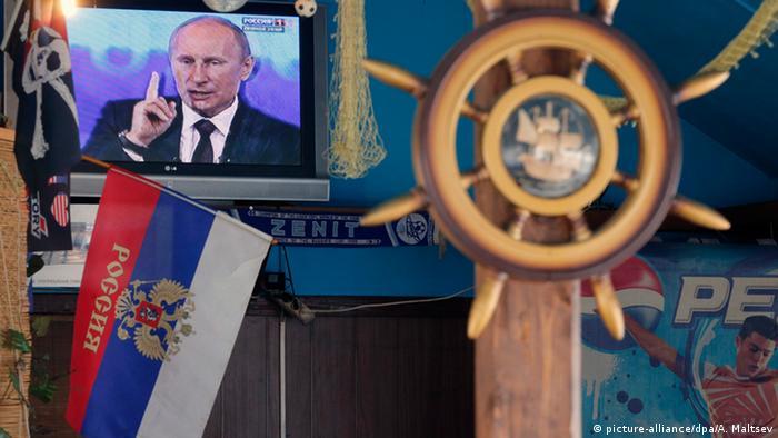 Путин выступает по телевизору