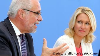 Deutschland PK Zeitverwendung Roderich Egeler & Manuela Schwesig