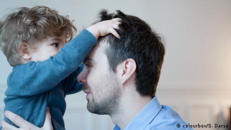 Symbolbild - Vater mit Kind