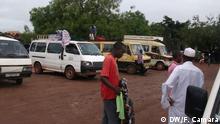 1. Titel: Public transport central station in Bissau 2. Bildbeschreibung: Buses waiting for passengers at central bus station in Bissau, capital of Guinea Bissau 3. Fotograf: DW/ Fátima Camará 4. Wann wurde das Bild gemacht: 26.08.15 5. Wo wurde das Bild aufgenommen: Bissau, Guine-Bissau 6. Schlagwörte: Public transport, Bus, Central Station in Bissau, Guine-Bissau, Guinea Bissau,
