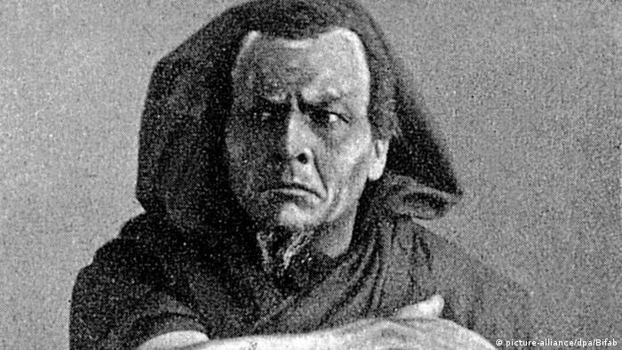 Федор Шаляпин в образе Мефистофеля