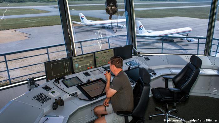 Fluglotse Thomas Karnatz Baltic Flughafen Parchim Mecklenburg-Vorpommern Deutschland
