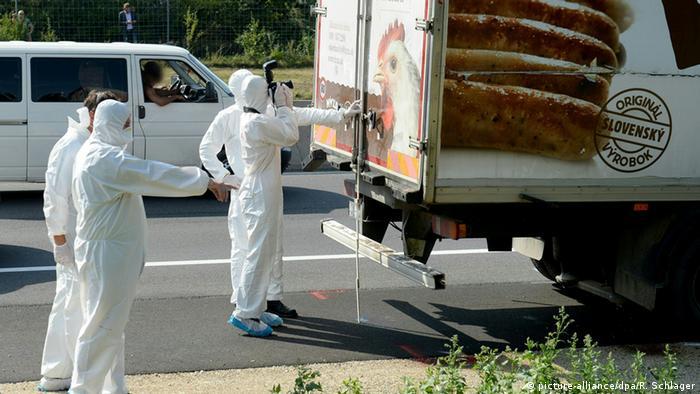 Tote Flüchtlinge in LKW entdeckt Österreich Parndorf Neusiedl am See (picture-alliance/dpa/R. Schlager)