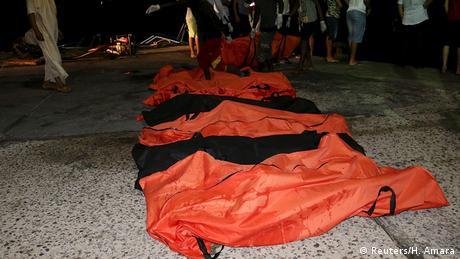 Libyen Flüchtlinge Bergung von Opfern in Zuwara