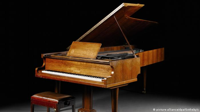 ABBA's grand piano, up for auction at Sotheby's, Copyright: picture-alliance/dpa/Sotheby's