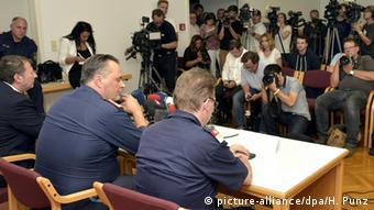 Österreich PK Pressekonferenz Polizei Behörde LKW Flüchtlinge Tote