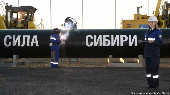 Символическая церемония сварки первого стыка газопровода Сила Сибири 1 сентября 2014 года в Якутске