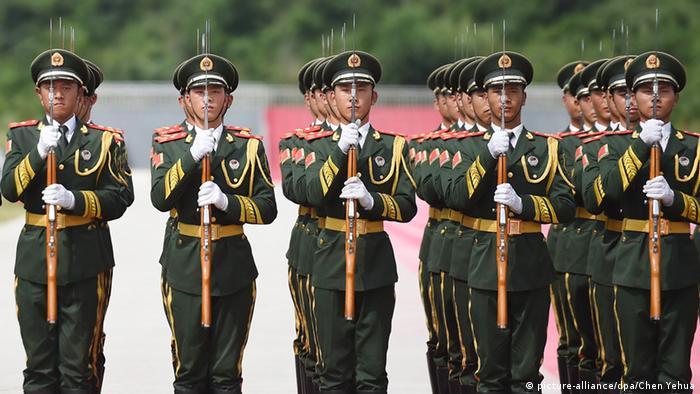 北京阅兵式让受邀者左右为难
