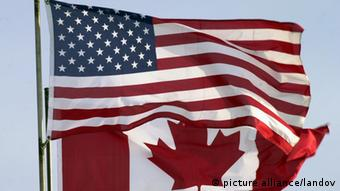 USA Kanada Flaggen Symbolbild Grenze