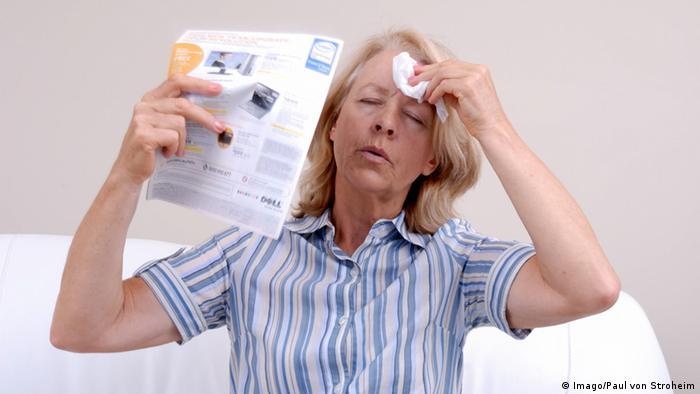 20bda0b9c Symbolbild Menopause Wechseljahre Hitzewallung Leid Gesundheit (Imago/Paul  von Stroheim). ارتفاع ضغط الدم من أهم أسباب ...