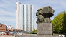 2015 **** Karl-Marx-Monument mit Hotel Mercure, Brückenstraße, Chemnitz, Sachsen, Deutschland Karl Marx Monument with Hotel Mercure Bridge Road Chemnitz Saxony Germany Bildergalerie umbenannte Orte