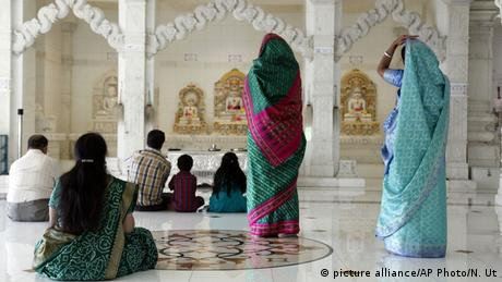 Jainismus (picture alliance/AP Photo/N. Ut)