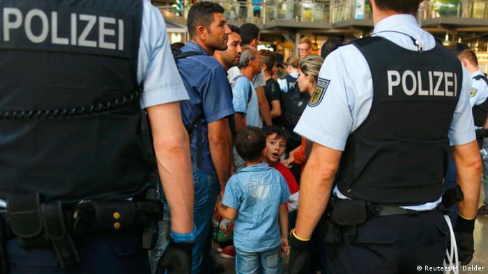Flüchtlinge am Münchener Bahnhof (Reuters/M. Dalder)