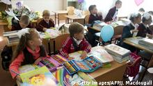 ARCHIV 2014 ***** Bildunterschrift:Pupils sit in their temporary classroom on the first day of school in the Gymnasium 33 school in Donetsk, eastern Ukraine, on October 1, 2014. Students are using a nearby building as their school was damaged in shelling. According to Unicef, 74 schools and 44 kindergartens have been damaged in spit of the cease fire in the aera of Donetsk and Lougansk. AFP PHOTO / JOHN MACDOUGALL (Photo credit should read JOHN MACDOUGALL/AFP/Getty Images)