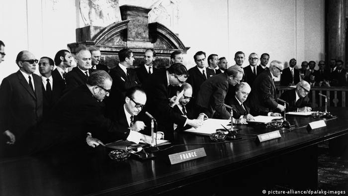 Assinatura do acordo em 1971
