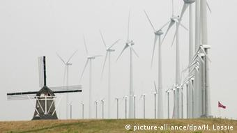 Ветропарк в Нидерландах на берегу Северного моря