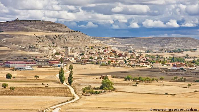 Dürre Felder Agrarland Spanien Umwelt Klima Jakobsweg (picture-alliance/dpa/M. Vahlsing)