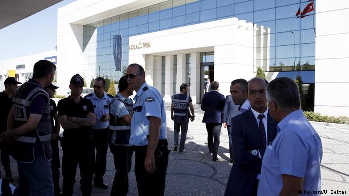 1 Eylül 2015'te Koza İpek Holding'e yönelik polis operasyonu.