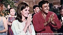 Party, The (1968) Claudine Longet, Peter Sellers Der unbekannte indische Schauspieler Hrundi V. Bakshi (Peter Sellers,r) hofft in Hollywood endlich Karriere zu machen. Auf der Party eines grossen Produzenten trifft er Michele (Claudine Longet) Regie: Blake Edwards ,