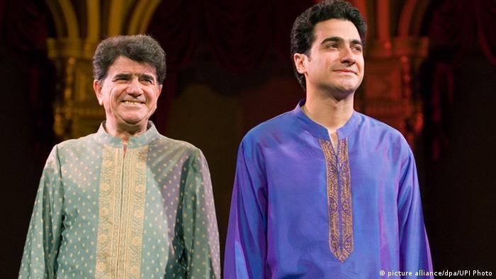 محمد رضا شجریان به همراه پسرش همایون شجریان