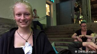 Deutschland Flüchtlinge in München Hauptbahnhof Freiwillige Helferin Pia