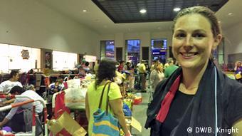 Deutschland Flüchtlinge in München Hauptbahnhof Freiwillige Helferin Teresa