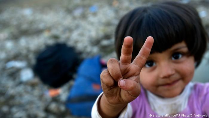 A refugee child poses for the camera at the Greece-Macedonia border (Photo: AP)