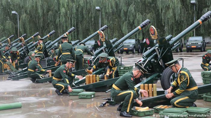 China Vorbereitungen für die Parade 70 Jahre Sieg (picture-alliance/dpa/ChinaFotoPress)