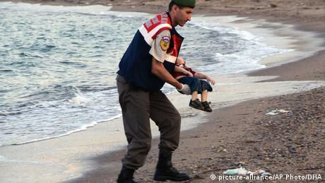 Flüchtling Kinderleiche Türkei Bodrum Syrien Kos EINSCHRÄNKUNG (picture-alliance/AP Photo/DHA)