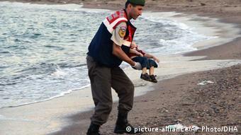 Spasitelj nosi tijelo dječaka