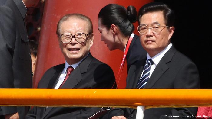 China Militärparade in Peking 70. Jahrestag Ende 2. Weltkrieg Bildergalerie Jiang Zemin Hu Jintao (picture-alliance/dpa/W. Hong)