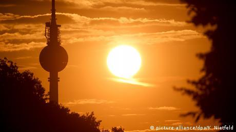 Deutschland BdT Berlin Sonnenaufgang Fernsehturm