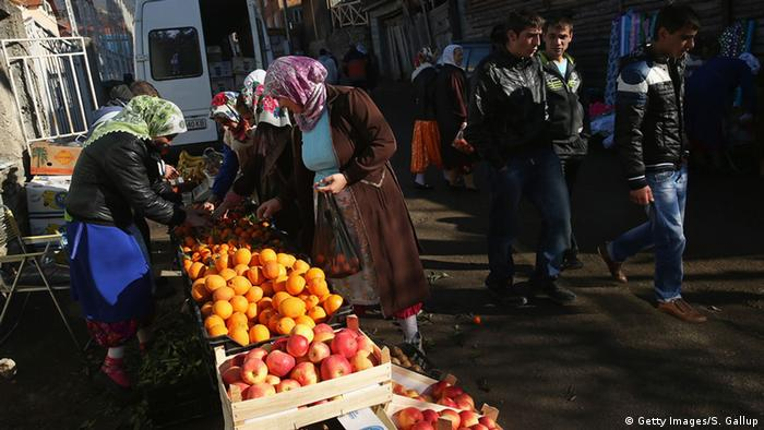 Bulgarien Markt mit Obststand (Getty Images/S. Gallup)