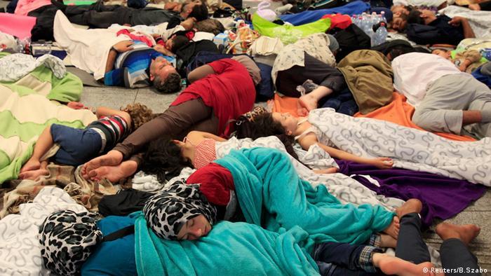 Ungarn Budapest Bahnhof Migration Flüchtlinge Asylpolitik schlafende Menschen Keleti Bahnhof