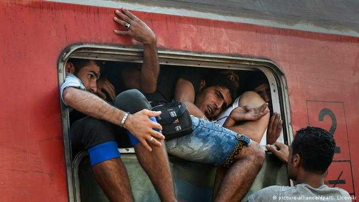 Refugees cram into train headed for Serbia in Gevgelija, Macedonia