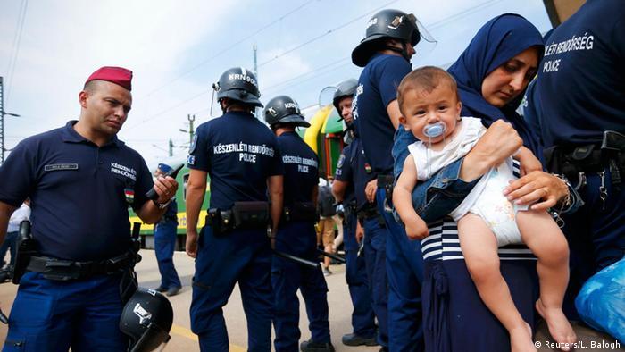 Ungarn Bicske Flüchtlinge Polizei Verhaftung Kinder