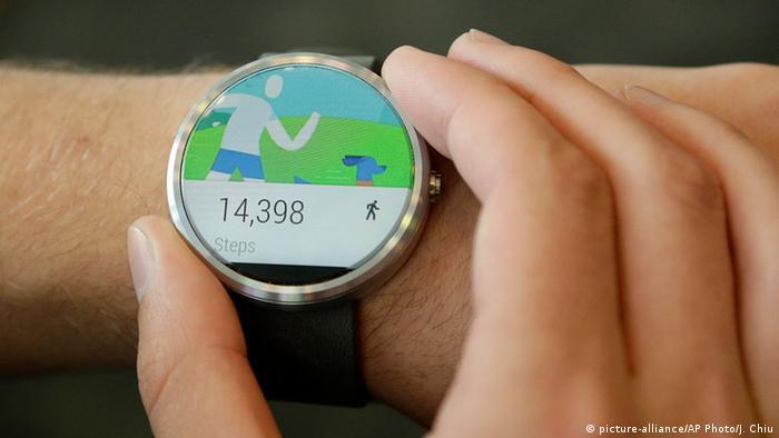 Moto 360 Smartwatch (picture-alliance/AP Photo/J. Chiu)