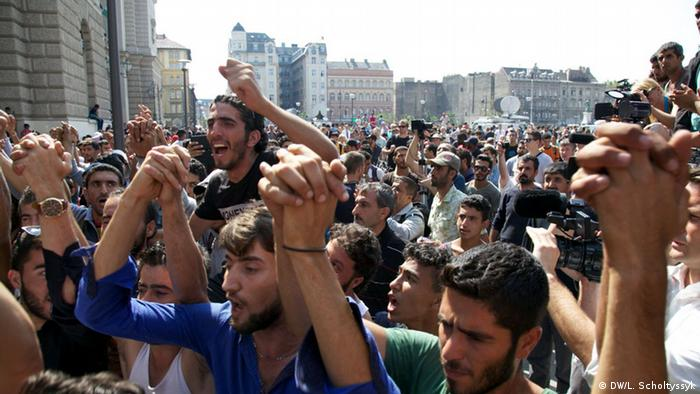 Flüchtlingsprotest am Budapester Ostbahnhof (Foto: DW, L. Scholtyssyk)