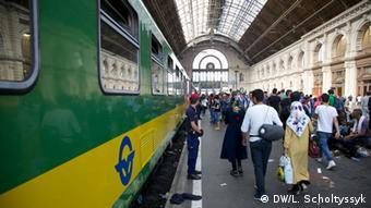 Ungarn Budapest Ostbahnhof Reisende