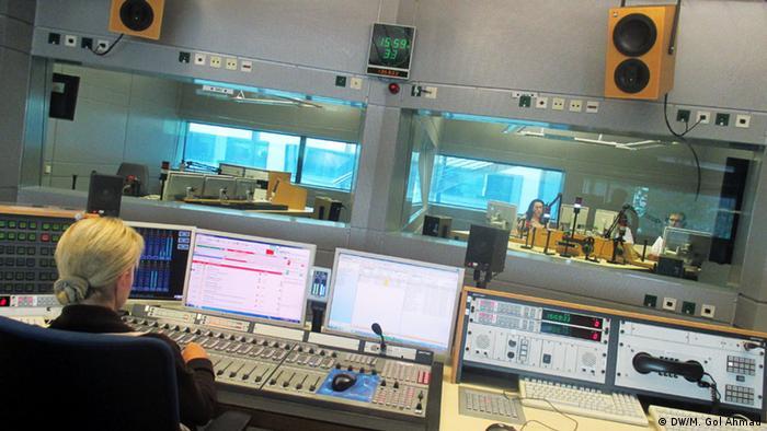 پخش زنده برنامه به دری از استودیوی دویچه وله در بن