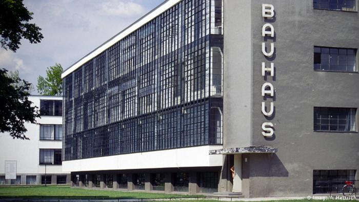 Edificação de três andares da Bauhaus