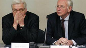Krisenstab des Auswärtigen Amts - Steinmeier und Scharioth