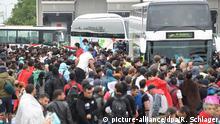 Ungarn Flüchtlinge auf dem Weg nach Nickelsdorf in Österreich