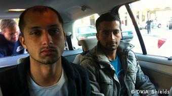 Freiwillige Helfer Flüchtlinge Konvoi von Ungarn nach Österreich