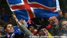 ARCHIV 2014 *****Fussball International EM 2016-Qualifikation Gruppe A in Pilsen 16.11.2014 Tschechien - Island Island Fan mit Fahne FOTO: Pressefoto ULMER/Markus Ulmer xxNOxMODELxRELEASExx