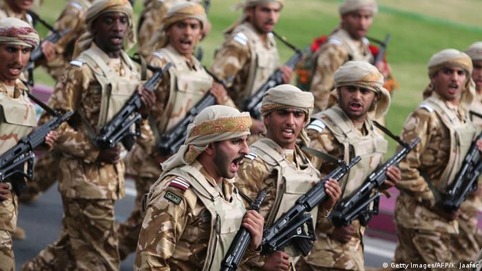 Katar Soldaten Parade zum Nationalfeiertag (Getty Images/AFP/K. Jaafar)